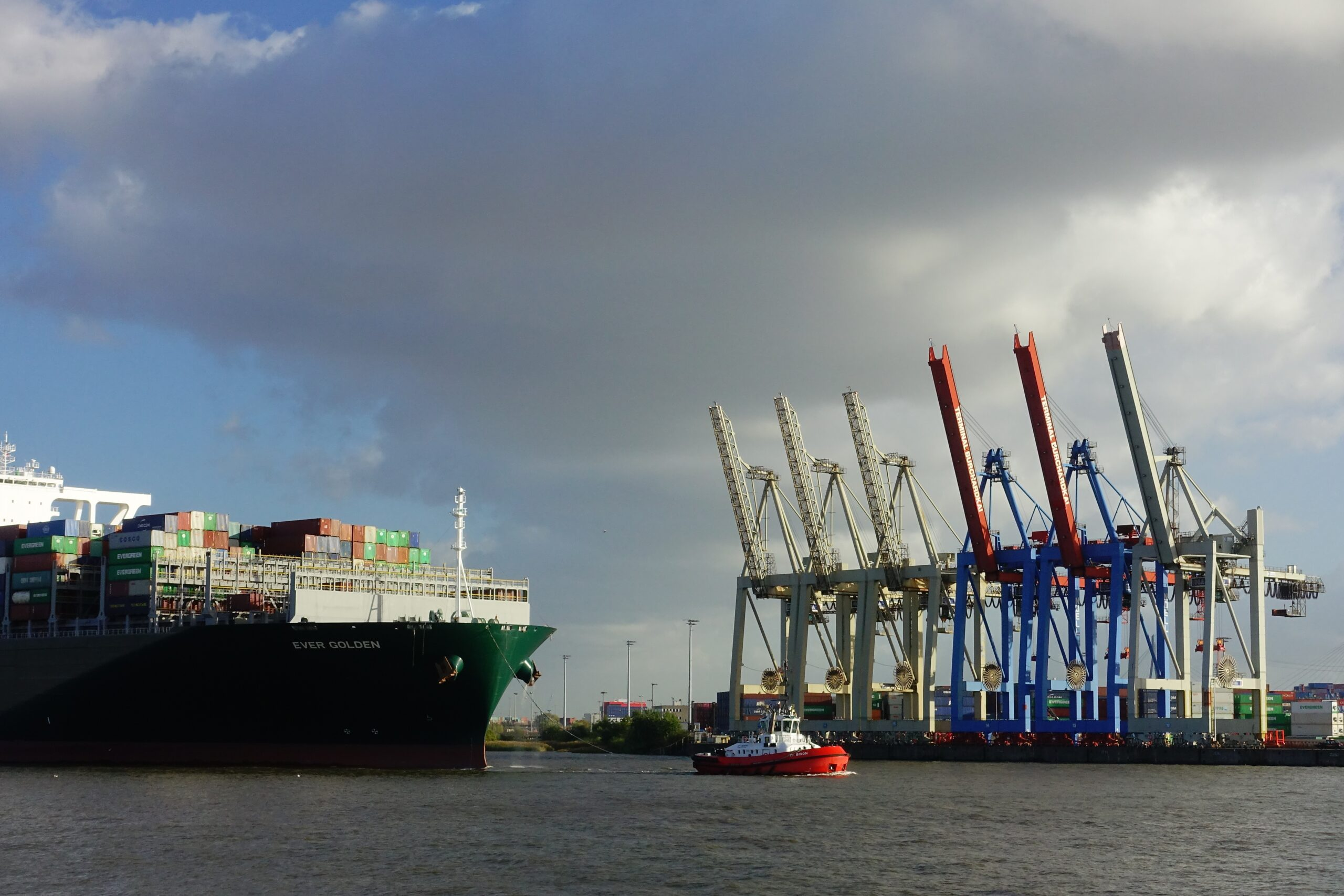 Wie ein Schiffsstau in China die deutsche Lebensmittelkette trifft